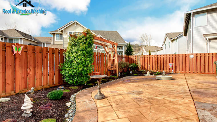 How to Safely Clean Your Fence with No Damage